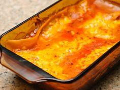 Als je je zelfgemaakte lasagne invriest heb je altijd een lekkere kant-en-klaar-maaltijd bij de hand als je geen zin hebt om te koken. Je hoeft dan alleen maar de oven aan te zetten en de lasagne erin te stoppen. Je kunt lasagne gebakken...