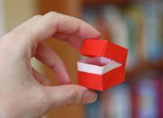 Origami box with lid   How About Orange-------    video here: http://www.happyfolding.com/instructions-brill-box_and_lid