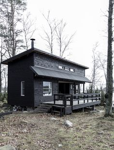 Hullaannu ja hurmaannu: Jäähyväiset mökille Cabins In The Woods, House In The Woods, My House, Black House Exterior, Cottage Exterior, Summer Cabins, Tiny House Living, Tiny House Design, Building A House