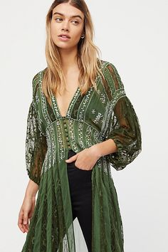 i want this with a passion. free people A Night To Remember Maxi Top Hippie Style, Hippie Bohemian, Bohemian Style, Gypsy Style, Bohemian Tops, Skirt Outfits, Cute Outfits, Cute Dresses, Casual Dresses