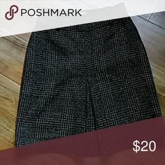 Ann Taylor skirt size 4 Beautiful Tweed skirt. Fully lined in excellent condition. 62% polyester 25% wool 8% rayon and 5% other fibers the lining is 100% polyester 21 inches long the skirt cost $89 Ann Taylor Skirts Midi