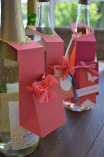 Me & Art: Anleitung zum Flaschenanhänger mit dem Stanz- und Falzbrett für Geschenktüten