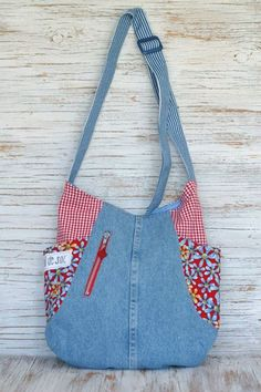 Recycled jeans version of the 241 Tote. Pattern available here:  http://www.noodle-head.com/product/241-tote-pdf-pattern-2
