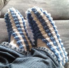 Very Easy Bubbly Slippers . Very Easy Bubbly Slippers . Easy Crochet Slippers, Knit Slippers Free Pattern, Crochet Slipper Pattern, Crochet Shoes, Shawl Patterns, Crochet Patterns, Blanket Patterns, Knitting Patterns, Striped Slippers