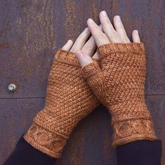 Ravelry: Copperline mitts pattern by Elizabeth Doherty - Knitting 2019 - 2020 Fingerless Gloves Knitted, Crochet Gloves, Knit Mittens, Knitted Hats, Knit Crochet, Crochet Granny, Free Knitting, Knitting Patterns, Hat Patterns