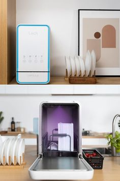 Aside from a dishwasher, Capsule also features a UV light setting for medical-grade disinfection and a washing function to clean fruits and vegetables. Furthermore, it can also be used to disinfect phones, face masks, mail, keys, baby bottles, etc. Smart Home Appliances, Small Appliances, Countertop Dishwasher, Countertops, Best Espresso Machine, Trendy Home, Baby Bottles, Cleaning, Tiny House