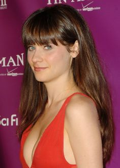 Zooey Deschanel ~~ The same girl who appeared on The Late Late Show With James Corden, This fine lady was born a brunette on January She, like Amanda from Mean Girls is a complicated enigma to figure out ? Emily Deschanel, Zooey Deschanel Hair, Zooey Dechanel, Jessica Day, Blue Eyed Girls, Emily Vancamp, Lena Dunham, Daniel Gillies, Evan Peters