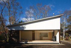 片流れの小さな家の画像 | 美しい家をつくりたい! Facade Design, House Design, Modern Contemporary Homes, House Landscape, House Roof, Modern Minimalist, Interior Architecture, House Plans, New Homes