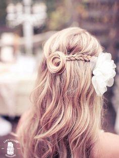 wedding hairstyle idea; Featured Photographer: Aamie Gillam Photography