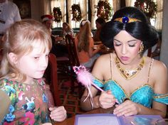 Taylor filled her autograph book at a brunch with Jasmine and other princesses during a trip to #Disney World.