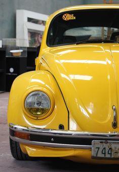 Soy Raúl Islas Pastrana, soy propietario de este Volkswagen Sedan 1992 llamado Amarillo Vibrante y desde niño me atraen los Vochos; sólo verlos pasar por las calles me alegra el día. De hecho, siempre había soñado con tener uno; lo imaginaba perfectamente, su color, su interior y cómo sonaría su motor mientras recorría las calles de …