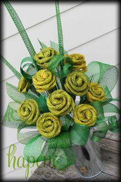 Hapene flax flower arrangement with 10 gorgeous large yellow Hapene flax roses in a tin vase. Flax Flowers, Diy Flowers, Yellow Flowers, Fabric Flowers, Church Flower Arrangements, Floral Arrangements, Hawaiian Flower Hair, Flax Weaving, Boquette Wedding