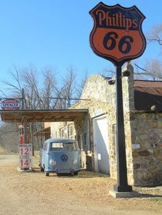 Spencer, MO on historic Route 66 check out those gas prices Old Route 66, Route 66 Road Trip, Historic Route 66, Travel Route, Travel Oklahoma, Drive In, Abandoned Houses, Abandoned Places, Pompe A Essence