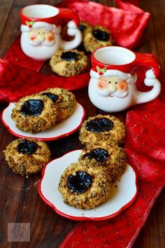 Fursecuri cu nuca si gem - CAIETUL CU RETETE Romanian Food, Christmas Cookies, Biscuits, Good Food, Cooking Recipes, Sweets, Breakfast, Desserts, Unt