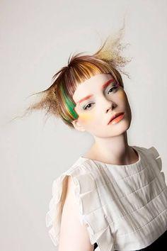 Looks like she got her hair stuck in a hot comb! Creative Haircuts, The Wicked The Divine, Avant Garde Hair, Foto Fashion, Corte Y Color, Editorial Hair, Hair Creations, Fantasy Hair, Shooting Photo