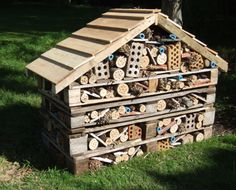 Creepy Crawley Habitats Garden Bugs, Edible Garden, Country Cottage Garden, Bug Hotel, Creative Curriculum, Outdoor Classroom, Bee Happy, Habitats, Creepy