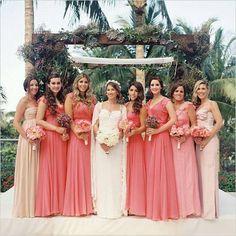 Combinação perfeita entre noiva e madrinhas
