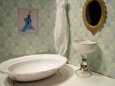 bathroom - 3 ring binder barbie doll house tutorial