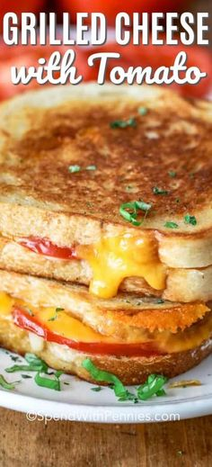Grilled cheese sandwiches are great whether served for lunch, dinner or just a snack! This grilled c Grill Sandwich, Grill Cheese Sandwich Recipes, Steak Sandwiches, Burger Recipes, Lunch Sandwiches, Types Of Sandwiches, Tomato Sandwich, Lunch Recipes, Grilled Cheese With Tomato