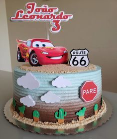Check cake radical models of cars and amazing tutorials that will teach you how to make your with creative and personalized details. Fondant Flower Cake, Cupcake Cakes, Fondant Rose, Fondant Baby, 3d Cakes, Fondant Cakes, Fondant Figures, 2nd Birthday Cake Boy, Cars Theme Cake
