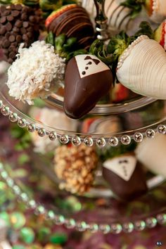 Assortment of hand dipped chocolate peanut butter strawberries! #yum #bobaluberries