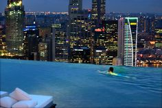 Infinity Edge Swimming Pools | pool-at-the-marina-bay-sands-skypark-singapore-coolest_infinity_pools ...