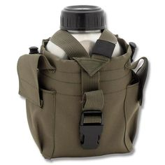 The Pathfinder Lightweight Canteen Bag fits the Pathfinder Stainless Steel Canteen like a glove, exclusively for the pathfinder canteen in a light green colour. Survival Prepping, Survival Gear, Survival Skills, Accessoires Molle, Materiel Camping, Bushcraft Kit, Surviving In The Wild, Types Of Knives, Tactical Bag