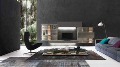 Base ed elementi pensili in rovere vissuto basalto, elementi libreria in laccato opaco beige seta. Illuminazione a Led sottopensili. By Presotto