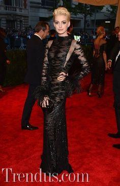 Anne Hathaway - Valentino - Met Gala 2013 kırmızı halı