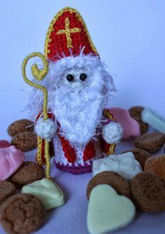 Verzameling van Sint en Piet patronen!! Inclusief YouTube van het maken van het paard van de Sint. Crochet Art, Crochet For Kids, Crochet Toys, Free Crochet, Santa Sleigh, Winter Wonderland, Crochet Projects, Four Seasons, Amigurumi