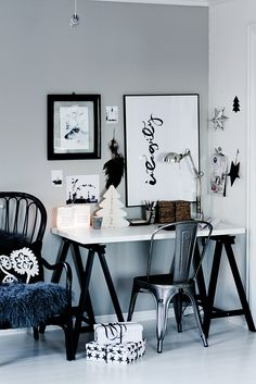 The black inky words on the board, almost like Oriental calligraphy, caught my eye in this pic