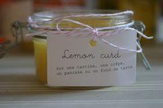 LA RECETTE DU LEMON CURD MAISON :   La liste des courses :  (pour 6 petits pots)  8 citrons  240g de sucre  2 cuillères à soupe de Maïzena...