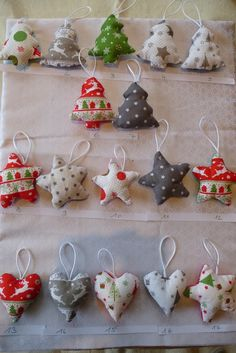 ideas for quilting navidad patchwork Fabric Christmas Ornaments, Felt Christmas Decorations, Christmas Sewing, Christmas Makes, Christmas Time, Christmas Projects, Christmas Crafts, Navidad Diy, Fabric Decor
