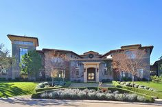 Keyshawn Johnson calls this Calabasas mansion home behind the exclusive gates of The Oaks Celebrity Mansions, Celebrity Houses, Kylie Jenner New House, Kardashians House, Calabasas Homes, Property Design, Mansions Homes, Mega Mansions, Country House Plans