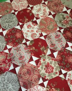 perfect for layer cakes! Layer Cake Quilt Patterns, Layer Cake Quilts, Scrap Quilt Patterns, Layer Cakes, Scrappy Quilts, Easy Quilts, Small Quilts, Hexagon Quilt, Square Quilt