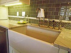 Plaza-condo-remodel-kitchen-farmhouse-sink-tile-backsplash-granite-countertop