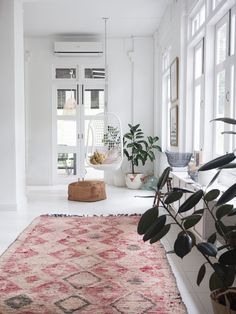 my scandinavian home: All Things Bright & Beautiful in a Pared Back Family Home Scandinavian Interior Design, Scandinavian Home, Pink Dining Rooms, Dhurrie Rugs, Red Rugs, Beautiful Space, Soft Furnishings, Home Living Room, Interior Inspiration