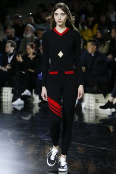 Courrèges Fall 2016 Ready-to-Wear Fashion Show