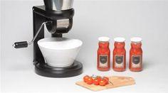 Do you love Italian food? This sleek machine helps you make traditional Italian tomato sauce with a modern twist. #fooddesign #traditionalitalianfood http://www.finedininglovers.com/blog/curious-bites/salsa-maker-kitchen-tool/