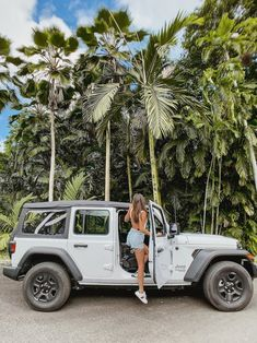 Road tripping in Hawaii is the ultimate way to see the Island! Perfect for the adventurous Honeymooners! How To Honeymoon In Heavenly Hawaii - Modern Wedding Abbey Eason abbeyeason Keep pic ideas Road tripping in Hawaii is the ultimate way to see t My Dream Car, Dream Life, Dream Cars, Hawaii Pictures, Car Pictures, Hawaii Pics, Car Pics, Hawaii Honeymoon, Hawaii Hawaii