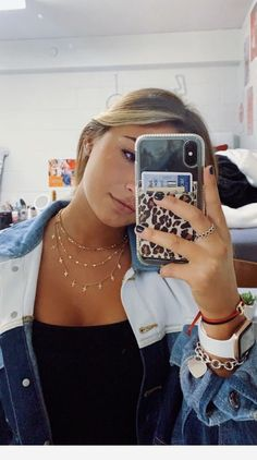 Cute necklaces and selfie Trendy Outfits, Winter Outfits, Summer Outfits, Cute Outfits, Fashion Outfits, Chica Cool, Good Vibe, Accessoires Iphone, Foto Casual