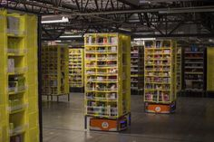 Robotics competition prize for best warehouse-working 'picker' machine awarded to robot designed by Dutch team Amazon Usa, Warehouse Automation, Domestic Robots, Robotics Competition, Robot Parts, Amazon Fulfillment Center, Arms Race, Robot Design, Army