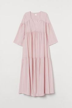 Shop online for stylish maxi dresses at H&M. From elegant formal styles to floaty, summery fabrics, our maxis are great for weddings or casual wear. Islamic Fashion, Muslim Fashion, Modest Fashion, Fashion Outfits, Modest Dresses, Casual Dresses, Estilo Abaya, Mode Turban, Simple Pakistani Dresses