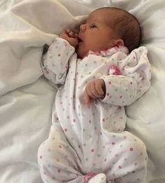 Princess laura Isabella Elizabeth Faith of Wales pa and mummy third royal baby due Feb 12 Cute Little Baby, Baby Kind, Cute Baby Girl, Silicone Reborn Babies, Silicone Baby Dolls, Silikon Baby, Wiedergeborene Babys, Cute Babies Photography, Realistic Baby Dolls