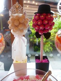 Bride and Groom candy trees Mais Chocolate Tree, Chocolate Bouquet, Chocolate Gifts, Sweet Table Wedding, Wedding Sweets, Candy Trees, Cake Bouquet, Sweet Carts, Sweet Trees