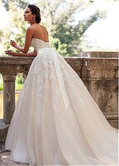 Romantic Tulle Sweetheart Neckline A-line Wedding Dresses With Lace Appliques