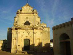 La chiesa di San Vito a Castrì di Lecce (provincia di Lecce), dedicata al protettore del paese, fu totalmente ricostruita nel 1734 e il 1772 seguendo lo stile del Borromini. Come la chiesa della Visitazione, anche questa chiesa sorge sulle fondamenta di un edificio cinquecentesco.