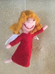 Lustiger Engel von Hand gefilzt Filz Figur Mobile Bio Merino Wolle von HomefeltArt auf Etsy Christmas Ornaments, Holiday Decor, Etsy, Home Decor, Craft Gifts, Felting, Angel, Figurine, Funny