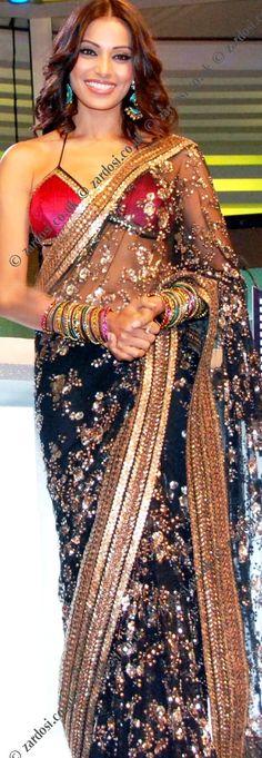 Zardosi Sarees- Via ~LadyLuxury~ Pakistani Dresses, Indian Sarees, Indian Dresses, Indian Outfits, Indian Attire, Indian Wear, India Fashion, Asian Fashion, Hijab Collection