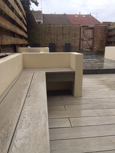 Any left over I would like to make use by making a bench ! is not just for flooring, it can be used for seating, planting areas and wall cladding. Outdoor Flooring, Outdoor Walls, Outdoor Spaces, Outdoor Decor, Wpc Decking, Composite Decking, Making A Bench, Narrow Garden, Garden Projects